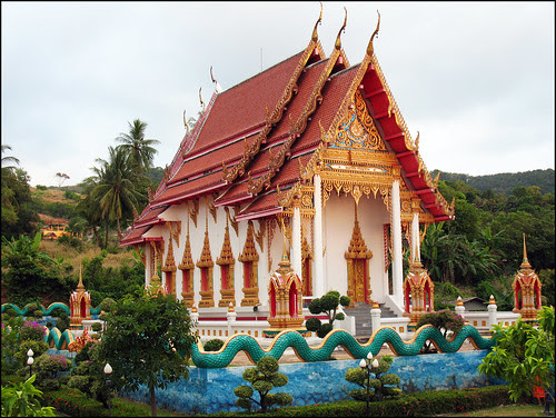 within walking distance of Karon Temple <a href=