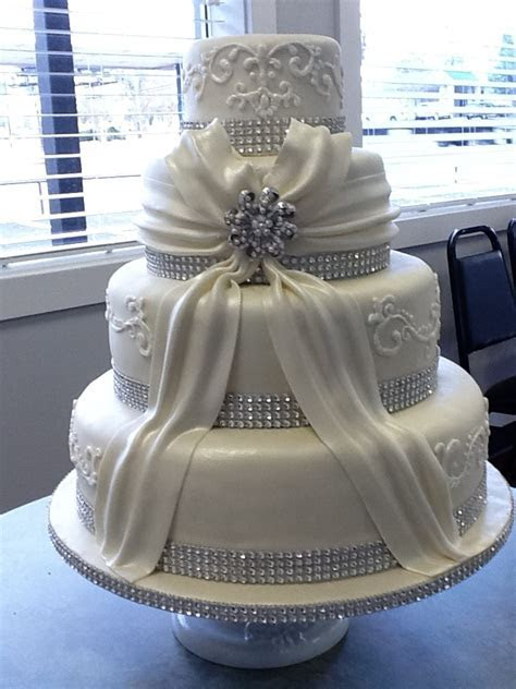 1000  ideas about Round Wedding Cakes on Pinterest