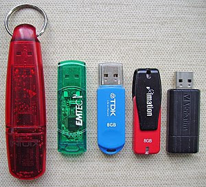 Français : Clefs USB. English: USB flash drive...