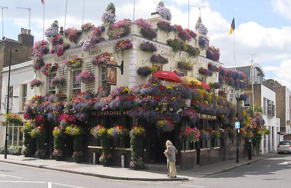 "perierga.gr - ""Churchill Arms"": Το πιο... ανθισμένο ευρωπαϊκό cafe!"
