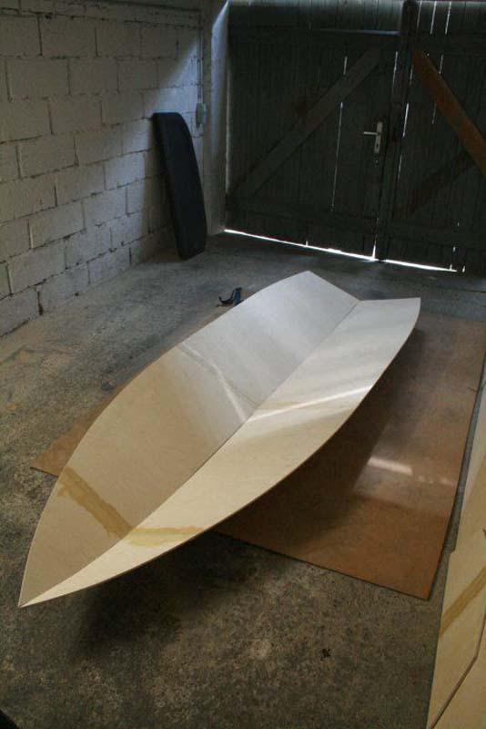 Έφτιαξε μόνος του ιστιοπλοϊκό σκάφος στο σπίτι (26)