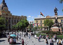Plaza Murillo mit Parlamentsgebäude (links) und Präsidentenpalast (rechts)