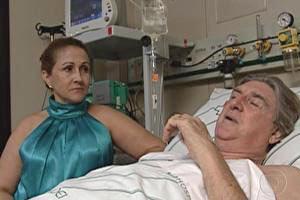 Cantor Sérgio Reis caiu de palco em Três Marias.  (Foto: Reprodução TV Globo)
