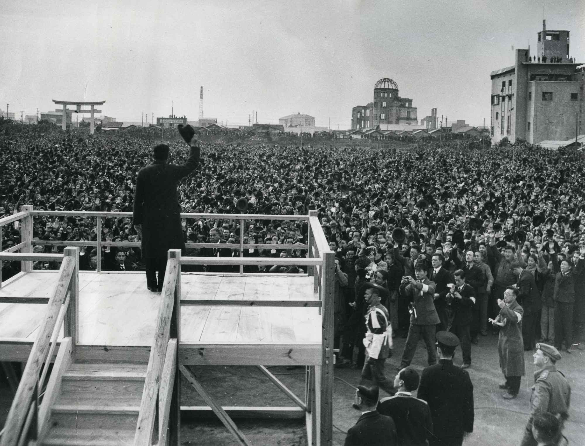 File:Emperor Showa visit to Hiroshima in 1947.JPG