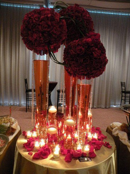 Burgundy Gold Red Centerpiece   gold burgundy table