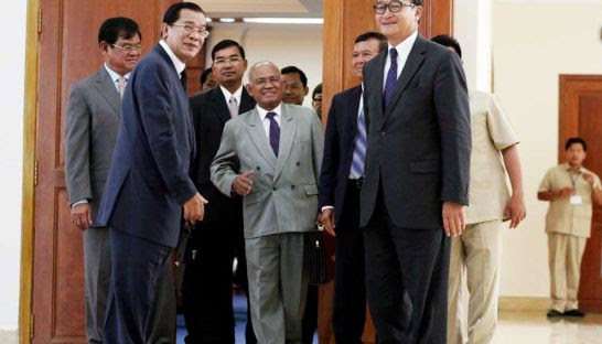 Prime Minister Hun Sen talks to opposition leaders Sam Rainsy and Kem Sokha