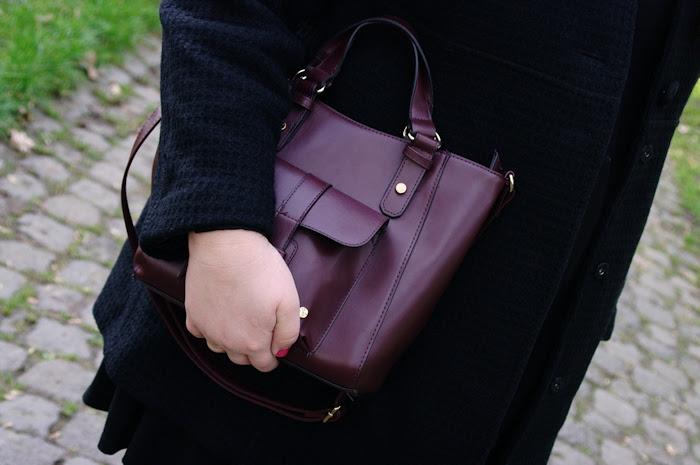 Große Größen Plus Size Fashion Blog burgundy maroon Bordeaux leggings curvy bib bag