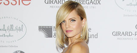 A dress that'll make you do a double take. Here, Mena Suvari (Michael Tran/FilmMagic)