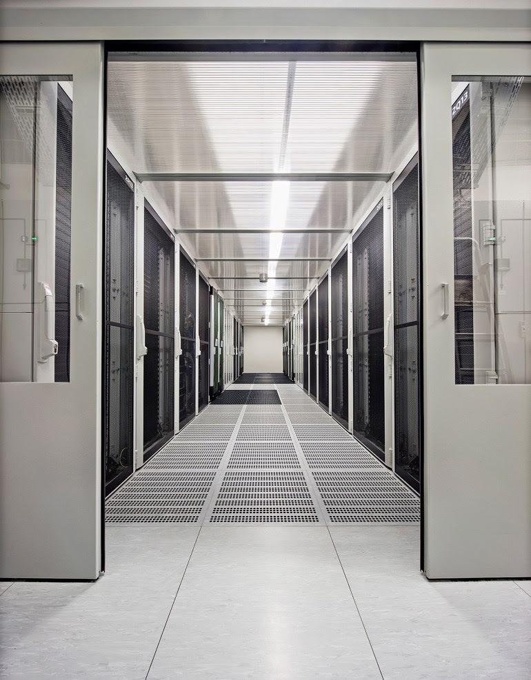 Ο υπερυπολογιστής ενσωματώνει σε μια μονάδα πολλούς πανίσχυρους υπολογιστές οι οποίοι επικοινωνούν μέσω δικτύων υψηλής ταχύτητας