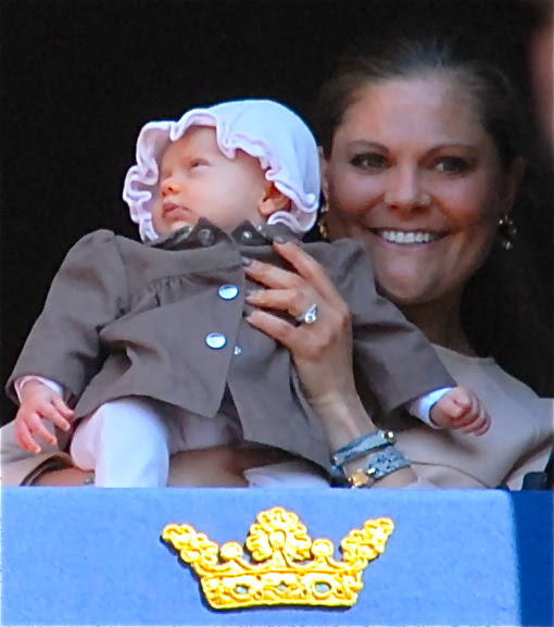 File:Prinsessan Estelle med mamma kronprinsessan Victoria.jpg