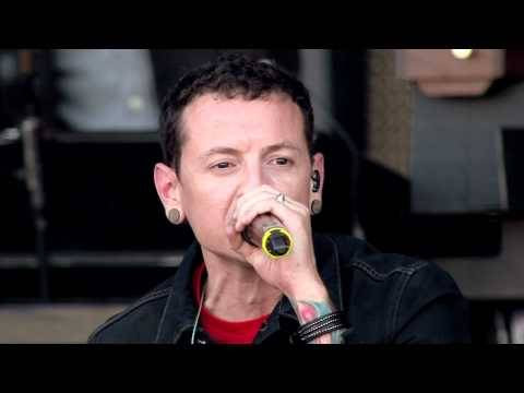 """Linkin Park - """"New Divide"""" (live in Red Square) http://dlvr.it/PXDDwD"""