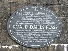http://upload.wikimedia.org/wikipedia/commons/thumb/8/88/Roald_Dahl_Plass_plaque.jpg/220px-Roald_Dahl_Plass_plaque.jpg