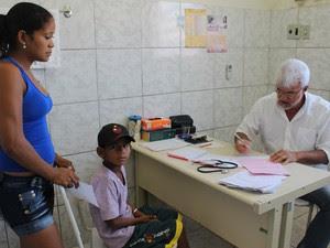 Quatro médicos trabalham na cidade no atendimento à Atenção Básica (Foto: Patrícia Andrade/G1)