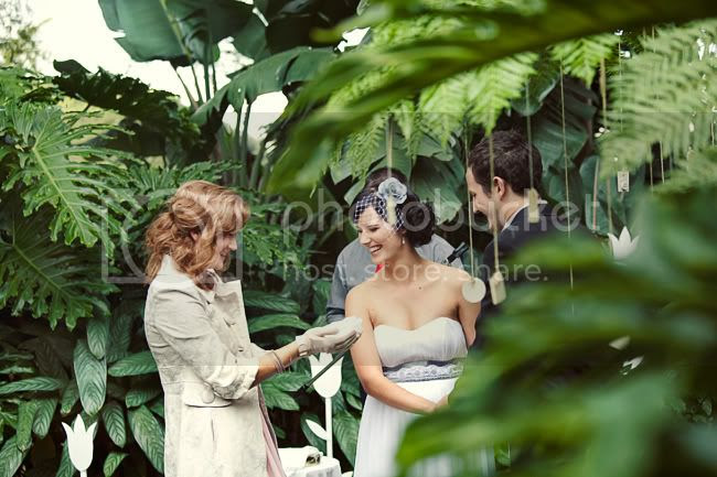 http://i892.photobucket.com/albums/ac125/lovemademedoit/LN_GardenWedding_032.jpg?t=1312696923