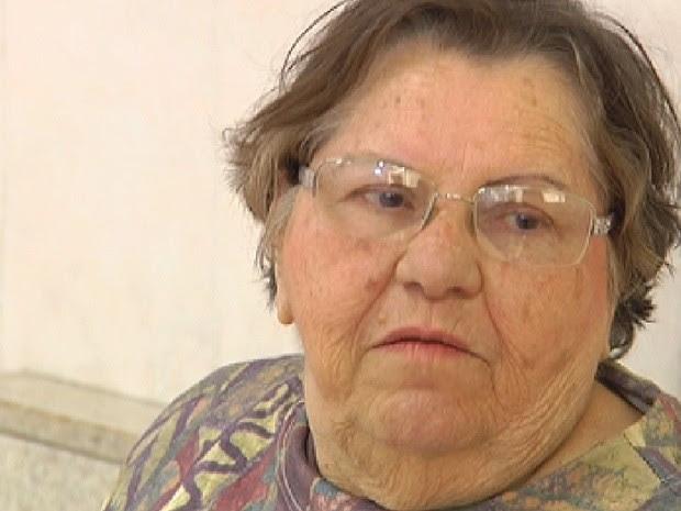 Idosa de 74 anos entrou no banco armada para reaver R$ 50  (Foto: Reprodução / TV Tem)