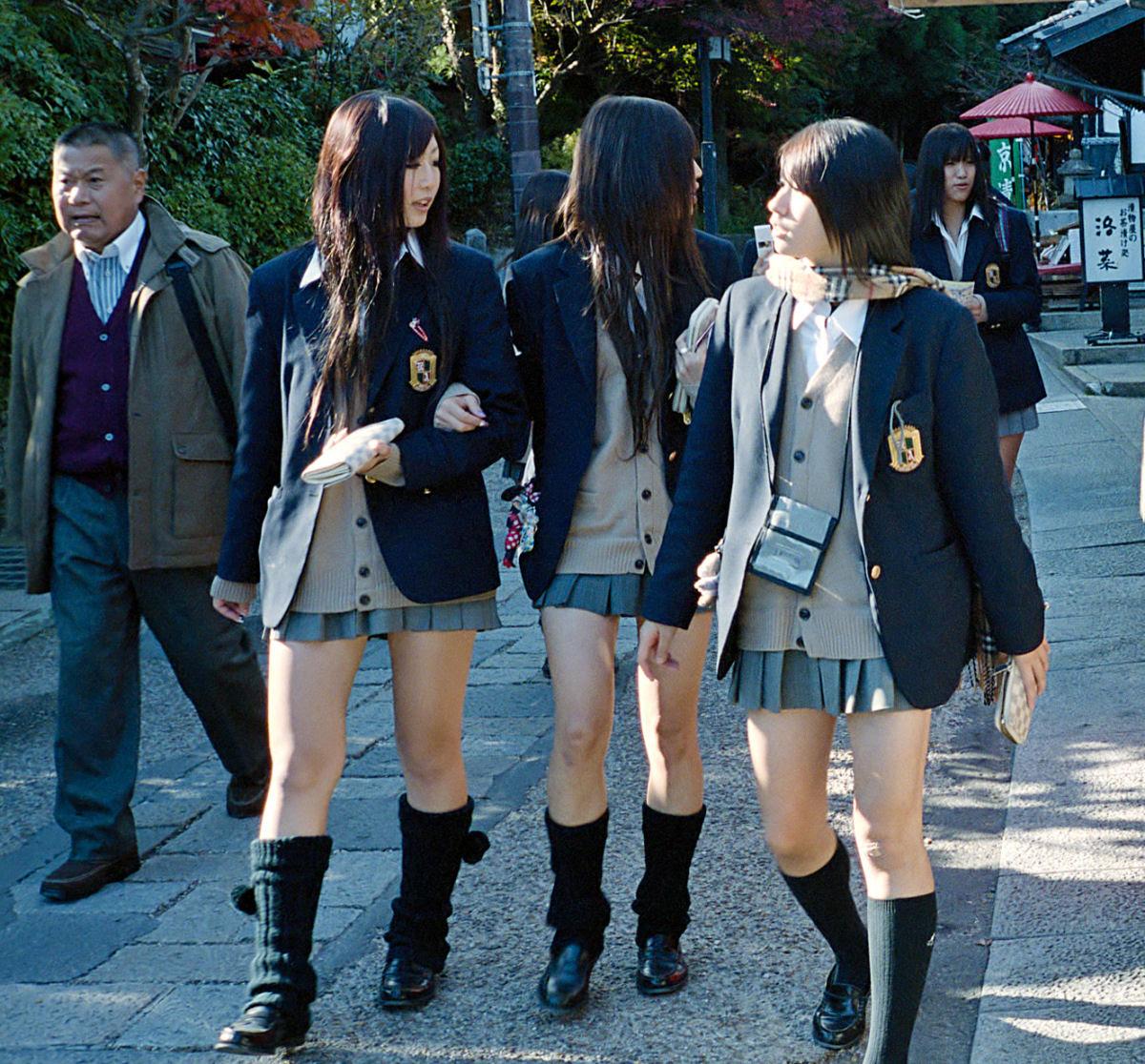 Como são os uniformes escolares em alguns países ao redor do mundo 30