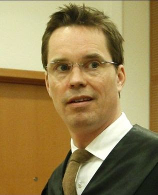 <p>ADVOKAT: Marius O. Dietrichson forsvarer Metkel Betew (36).</p>