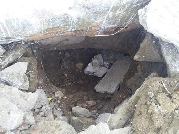 Buraco foi aberto debaixo da muralha do presídio Frei Damião de Bozzano (Foto: Reprodução / WhatsApp)