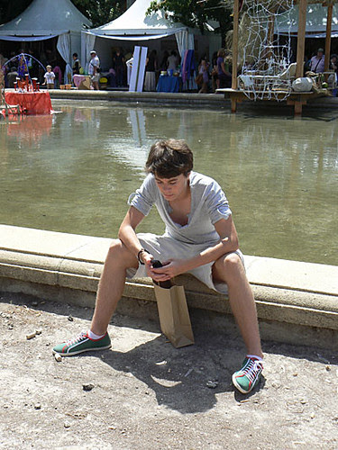 Paul au bord du bassin.jpg