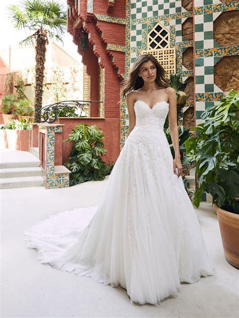 Strapless Sweetheart A line Lace And Tulle Wedding Dress