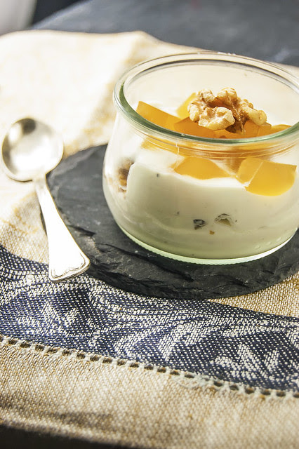 Goat cheese verrines with spiced apple-jelly