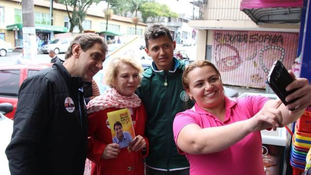 Marcos Lula faz campanha com a mãe, Marisa, em São Bernardo