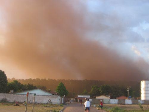 Clouds of iron dust hang over Piquiá de Baixo. / Credit:Courtesy of Piquiá de Baixo Residents' Association
