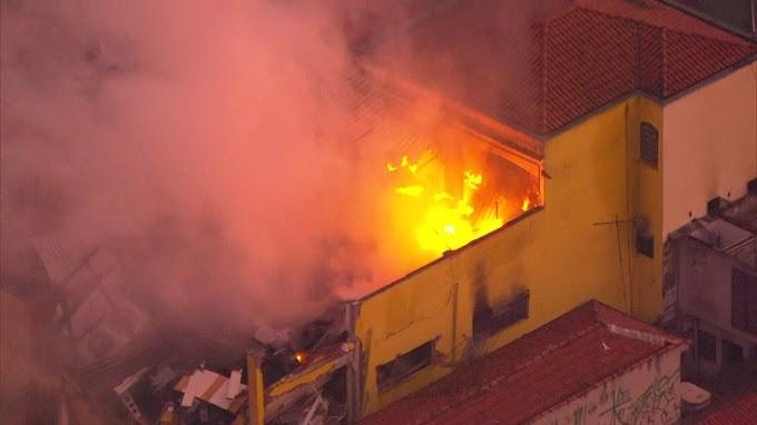 FOGO E EXPLOSÃO: Supermercado explode e pega fogo 1 ferido grave