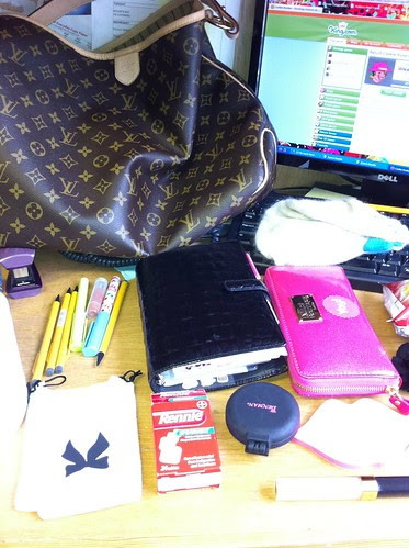 Day 8 whats in your bag by imysworld