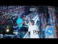 Un ladrón armado besa a una anciana durante un asalto a una tienda y rehusa robarle su dinero