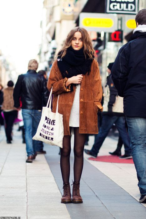 fashion, autumn, suede coat, big chunky knit scarf, boots, tote bag, street style, long hair