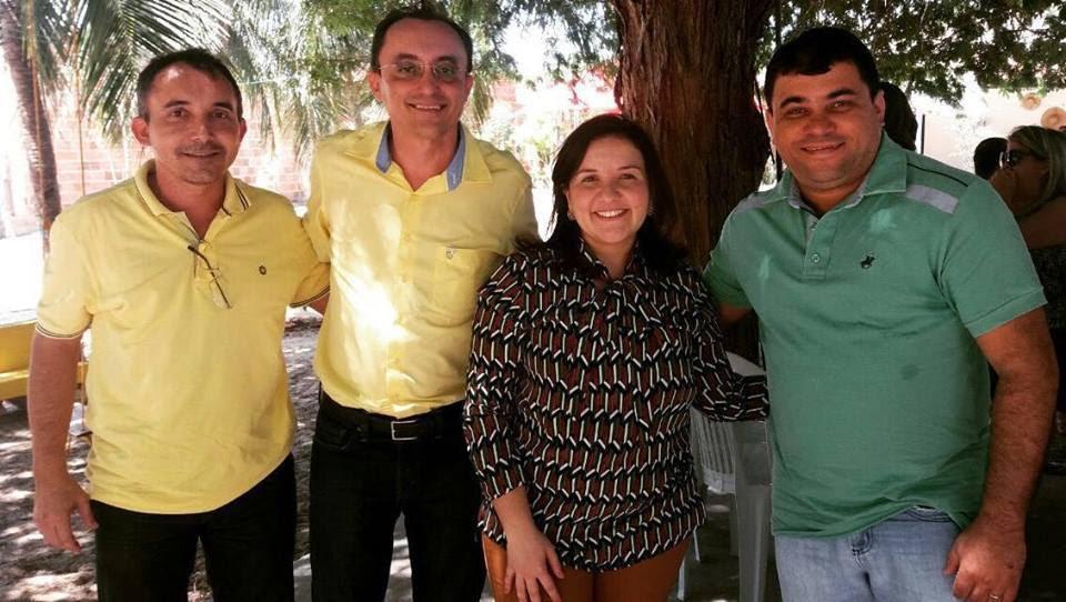 Toninho (pré-candidato a prefeito), Souza, prefeita Lidiane Garcia e Sandro Góis (vice) todos na Tropical. hoje (Foto: Jailton Rodrigues)