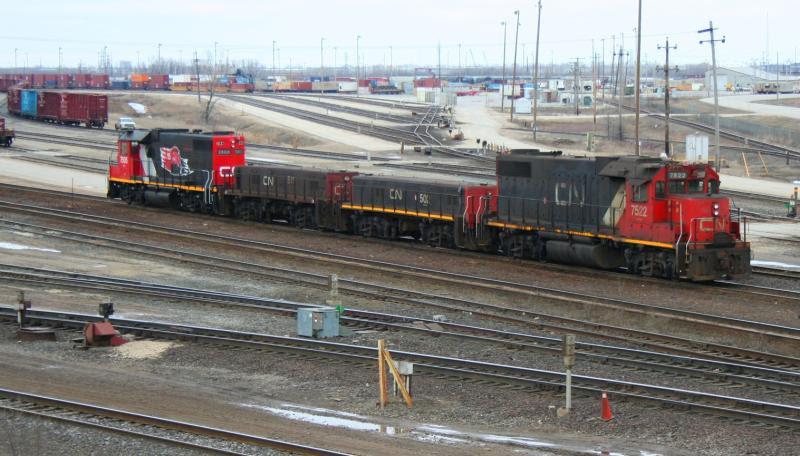 CN 7522 511 502 and 7505 in Winnipeg, by Steve Vallis