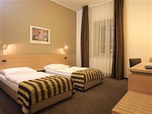 Hotel Pav Reviews