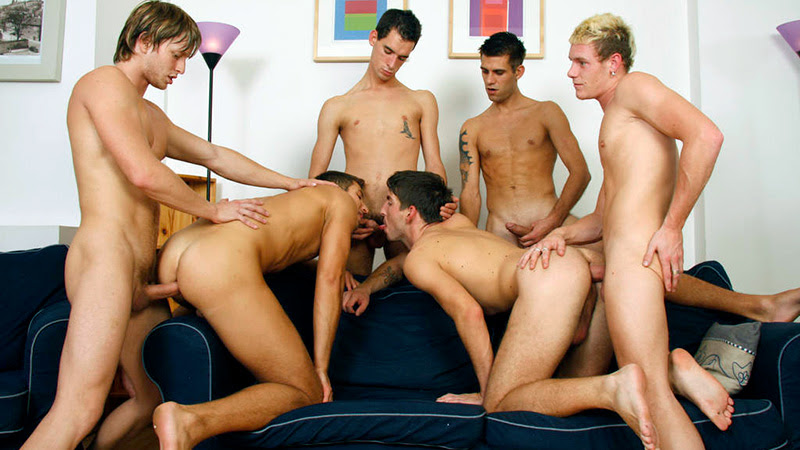 Hunk Jerking Off While Bottomed