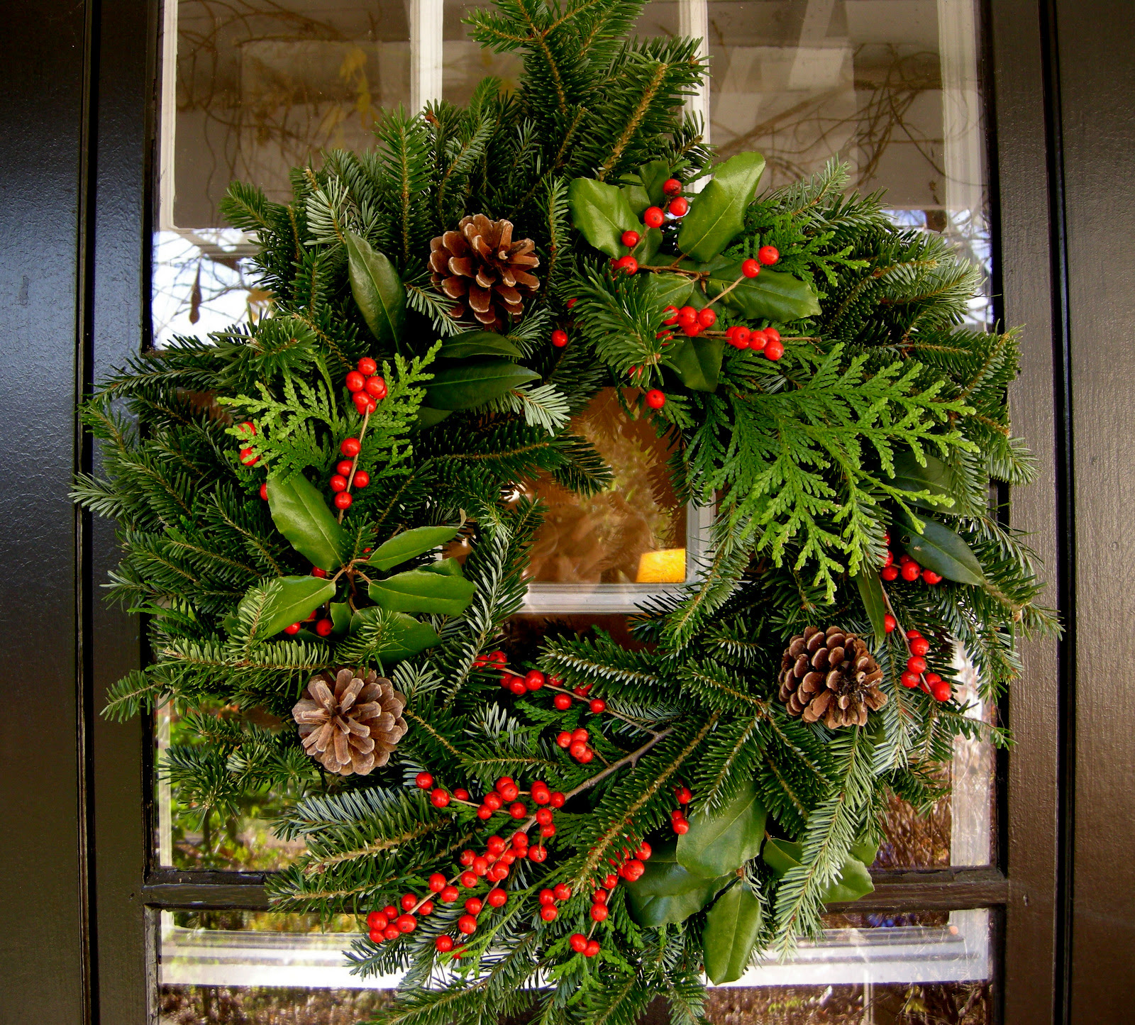 decorations done with plain green wreath made with Christmas plant