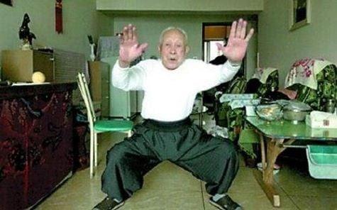 """Hình ảnh Trung Quốc: """"Cao thủ khí công"""" 95 tuổi trừng trị kẻ móc túi số 1"""