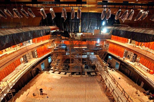 Sala sinfónica. La nave de la Ballena Azul, en plena construcción en enero pasado. Los técnicos alemanes de la firma Klaiss comenzaron a afinar el órgano tubular a fines de marzo. Foto: Silvana Colombo y C.C. Kirchner