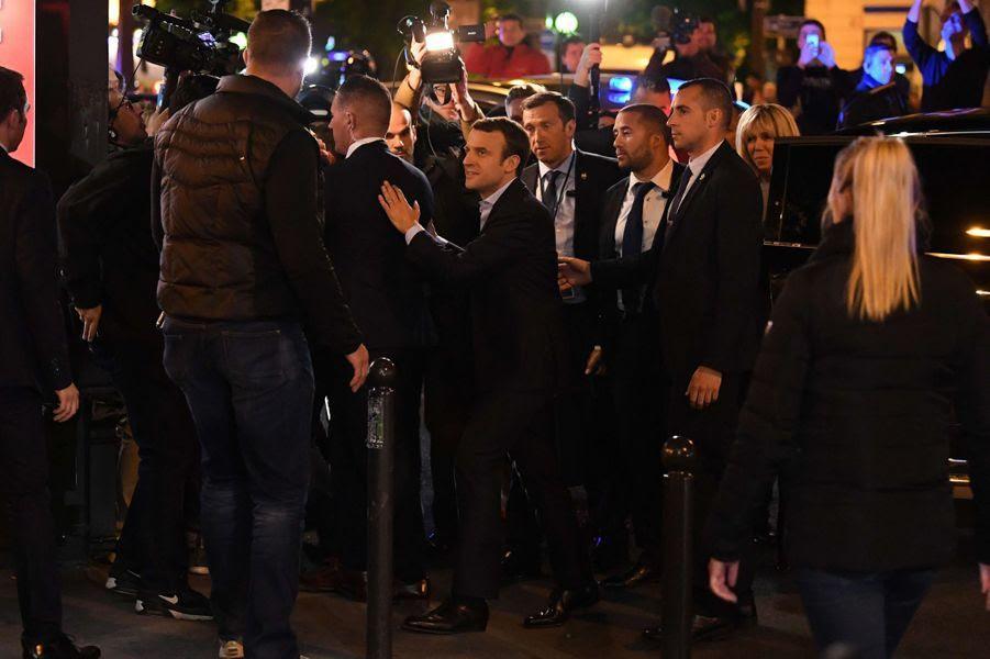 """Résultat de recherche d'images pour """"Macron La Rotonde"""""""