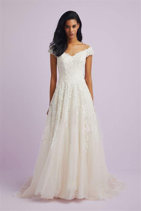 Off the Shoulder Applique Plus Size Wedding Dress 9wg3940