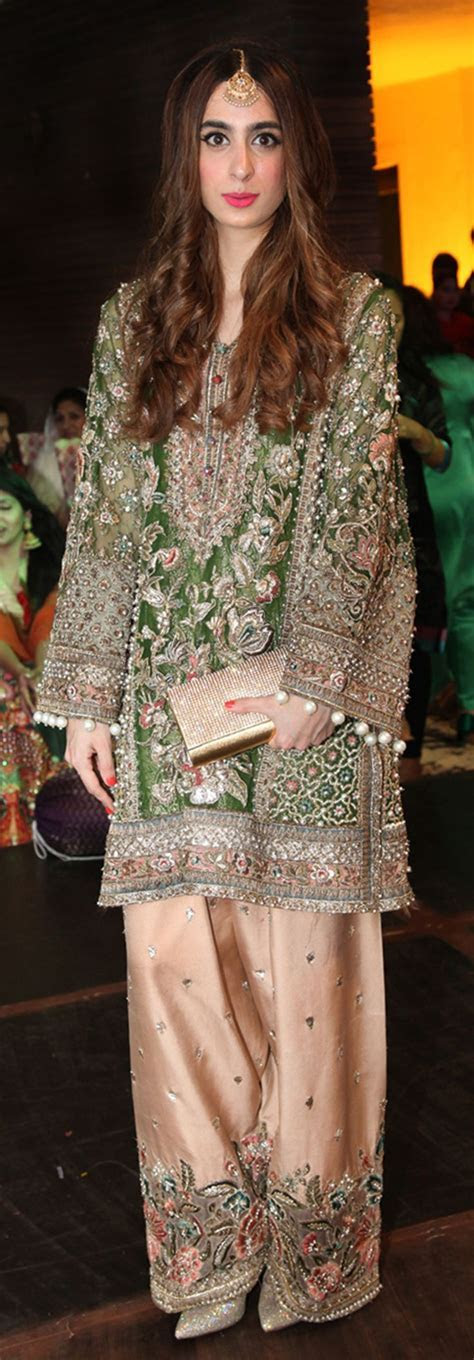 25  best ideas about Mehndi outfit on Pinterest   Indian