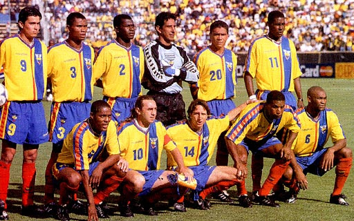 Ecuador-00-01-marathon-uniform-yellow-blue-red-group.JPG