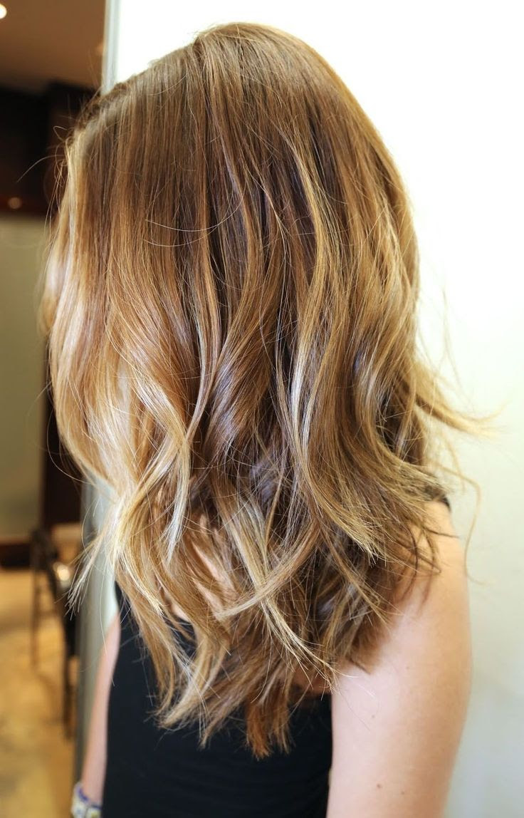 Medium hair length with long layers.// somebody please give me this hair color