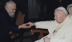 Enzo bianchi con Giovanni Paolo II