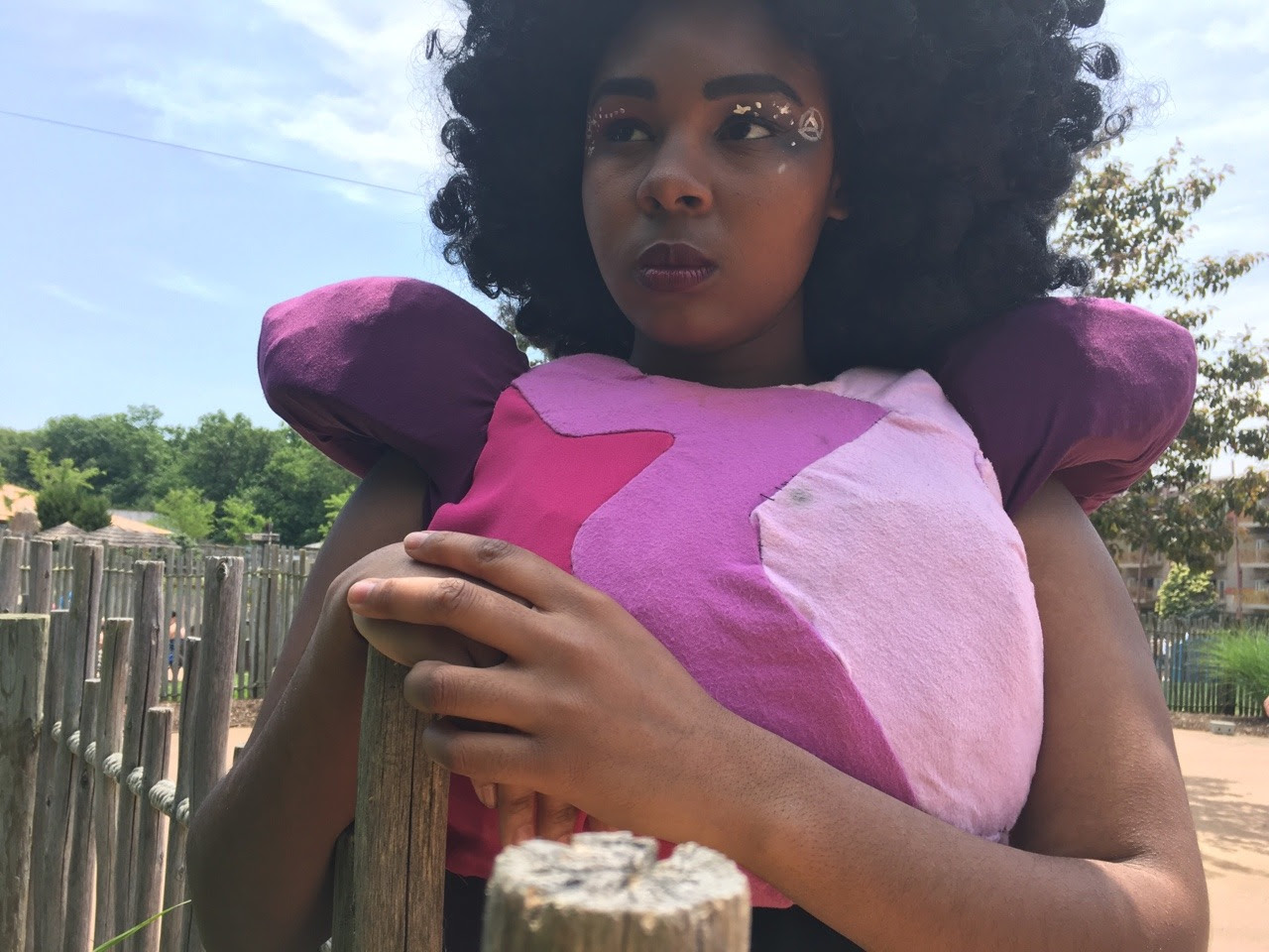 It was absolutely amazing being able to cosplay as Garnet to Colossalcon! I recieved so many compliments and it was refreshing to have the chance to take some new cosplay photos.