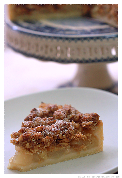pear crumble tart© by Haalo