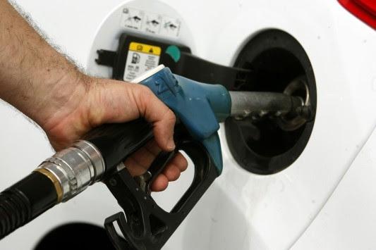 Βενζίνη και πετρέλαιο με... καπέλο – Κλοπή των πολιτών με τιμές – φωτιά, ενώ οι τιμές του αργού πετρελαίου έχουν μειωθεί