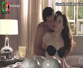 Claudia Raia sensual na novela Salve Jorge