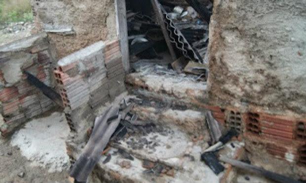 Corpo de Bombeiros irá periciar local para identificar origem das chamas / Foto: Divulgação/Blog do Adielson Galvão.
