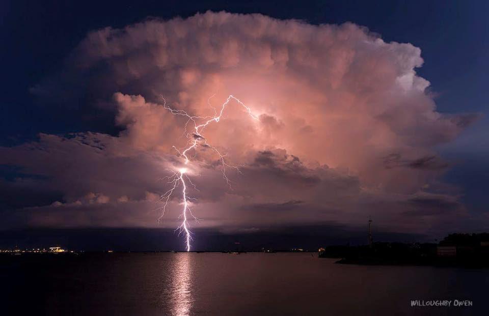 cellule orageuse apocalyptique australie, orage darwin australie, darwin australie orage, le meilleur orage australie, la foudre tempête photos, cellule orageuse apocalyptique engloutit australie